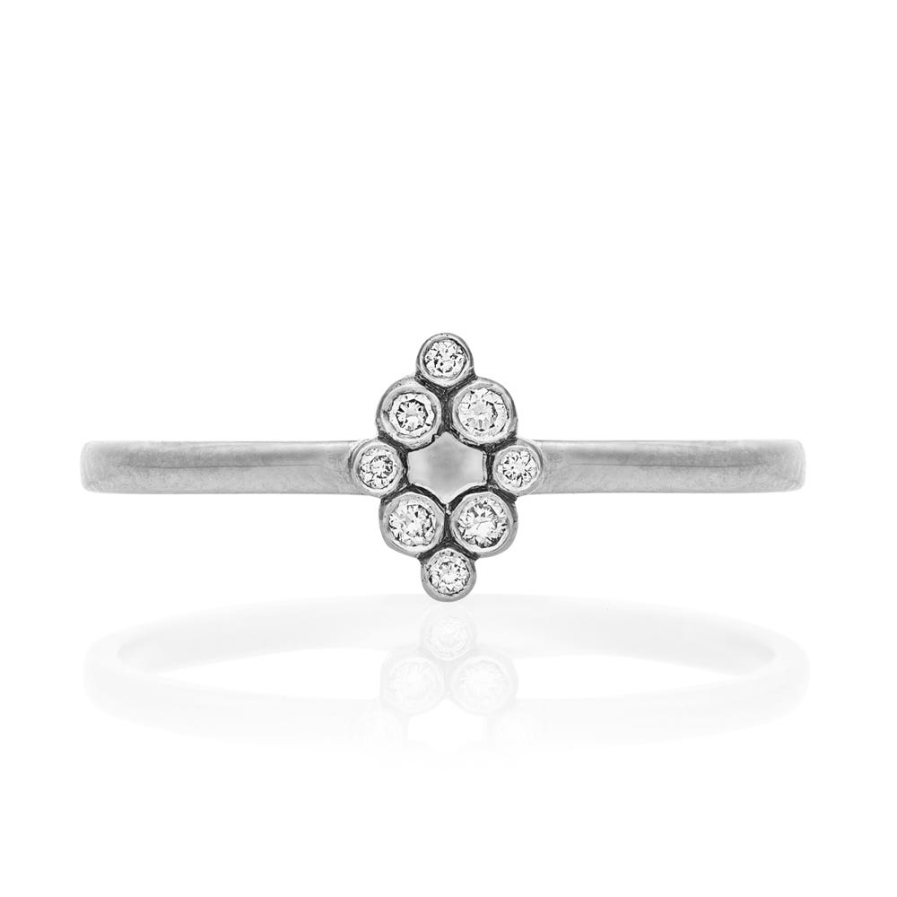 Aya Ring. 9k White Gold / Diamond