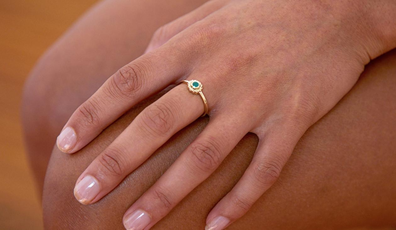 Heart Chakra Ring / 9k Yellow Gold / Emerald