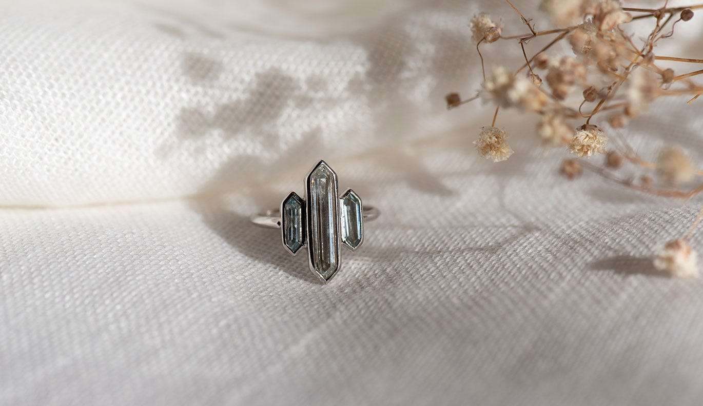 Kailas Ring / Aquamarine / 18k White Gold